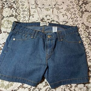 Signature Levi Strauss size is 18